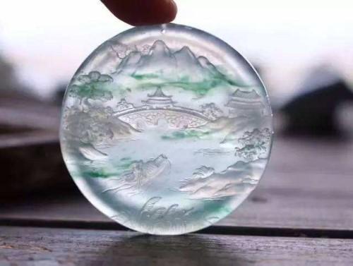 冰种翡翠是什么颜色的?白的吗?